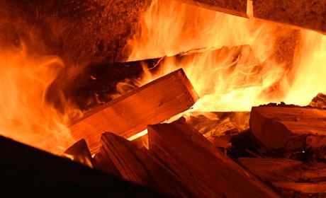 写真:薪の燃焼