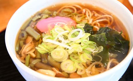 写真:山菜そば